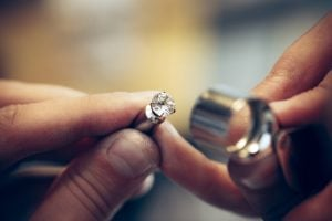 How to choose the best diamond for your budget