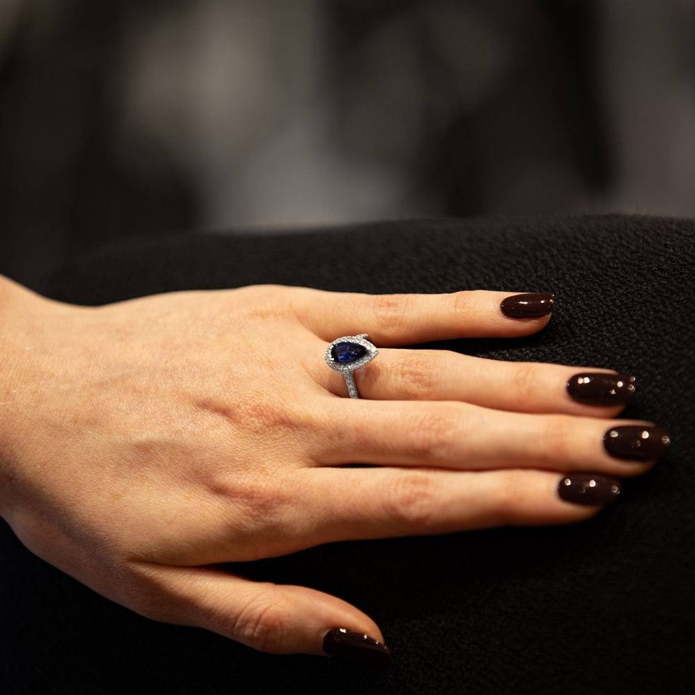Platinum pear-cut sapphire engagement ring